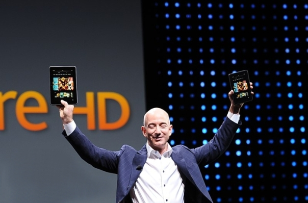 Jeff Bezos con las Kindle Fire y Kindle Fire HD